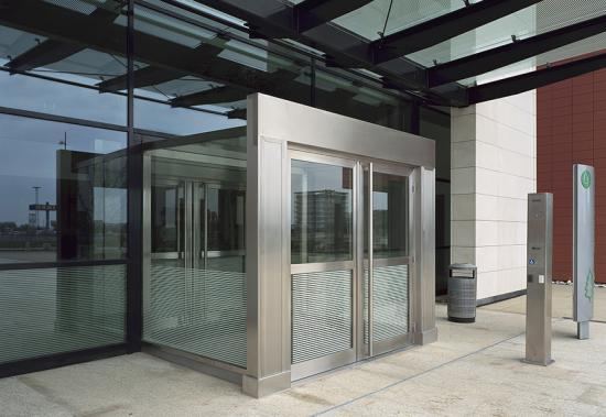 MHB Aluminium facade, windows and doors Stainless steel entrance halls Cisco Amsterdam 04