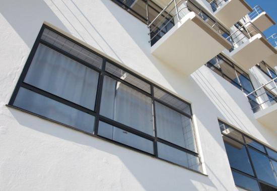 Classic iso bauhaus mhb building exterior 2 for Bauhaus schwimmbecken